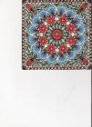 kvety a pávie oči na červenomodrom podklade
