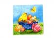 Kuriatko s kraslicami v košíku a motýlik